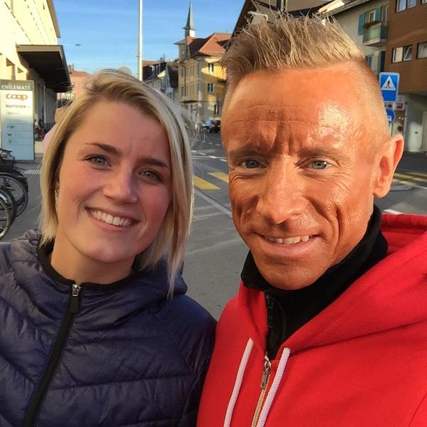 Kommende Bodyfitness atlet Christin Thaysen og undertegnede på gaden i den skønne by Unterägeri, Schweiz.